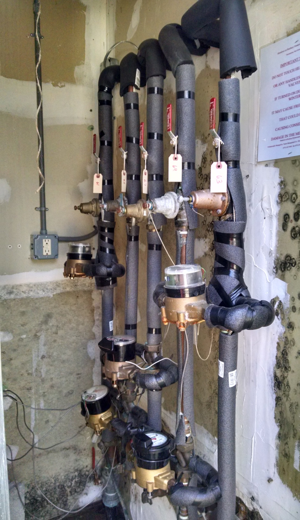 Exterior water meter closet