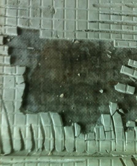Mesh under tiles mold