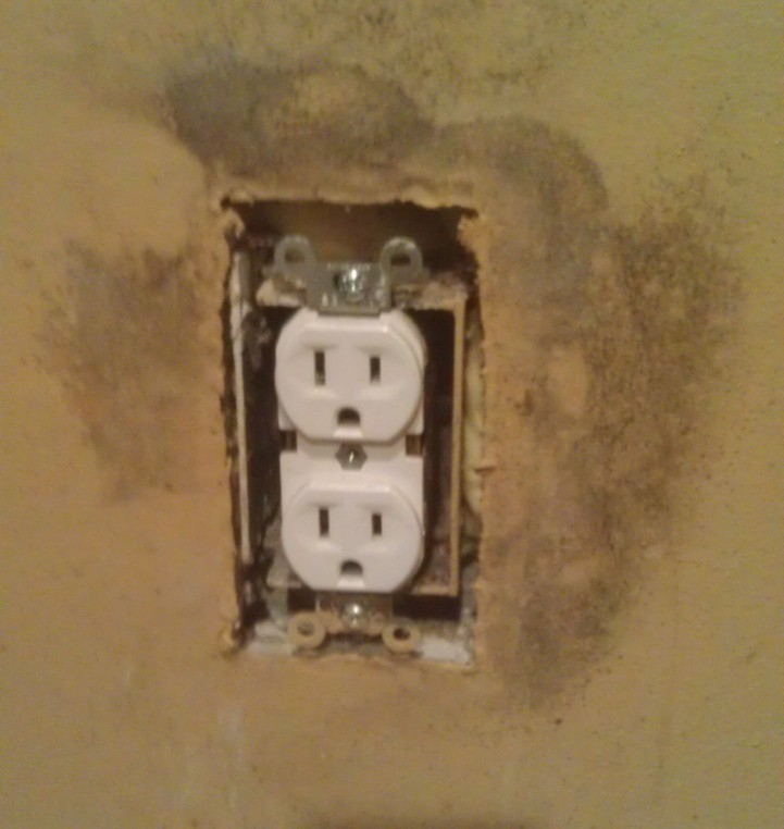 Electrical outlet mold