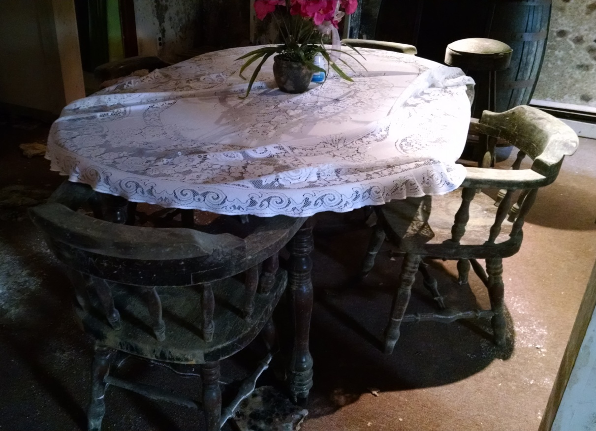 Mold table and chairs